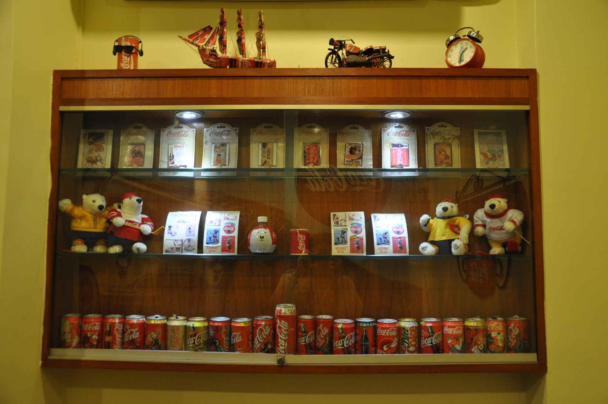 Man Lei Cheong Seng coke shelves