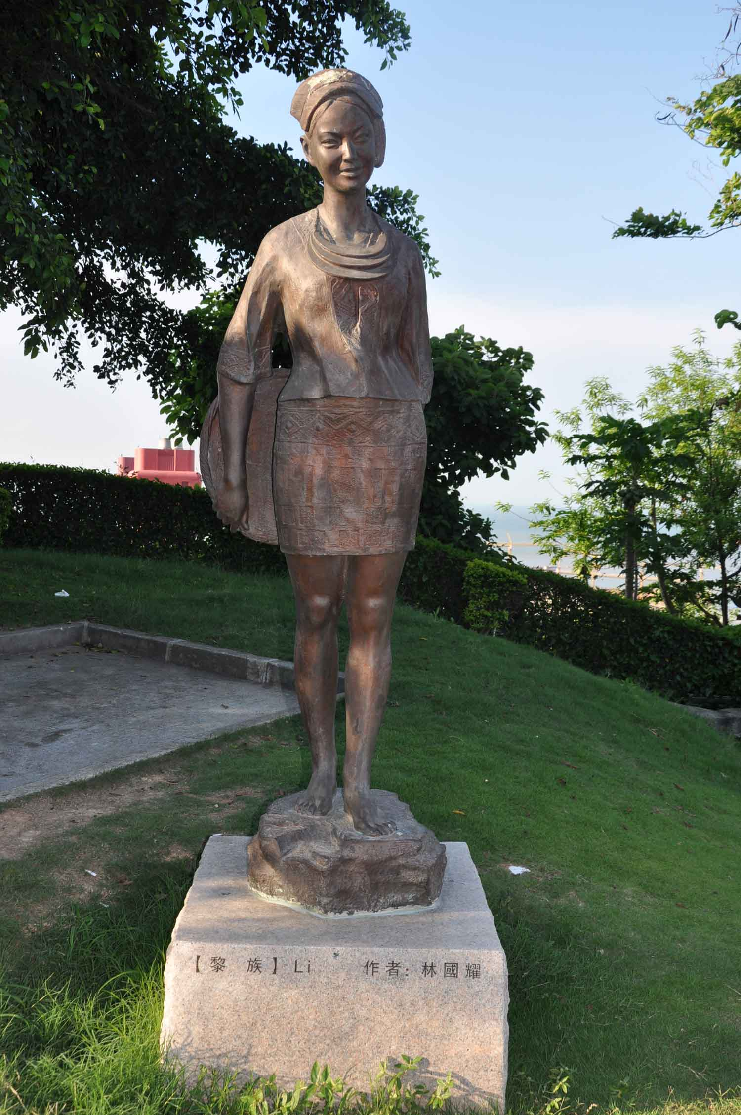 Minority Sculptures Complex Li Sculpture