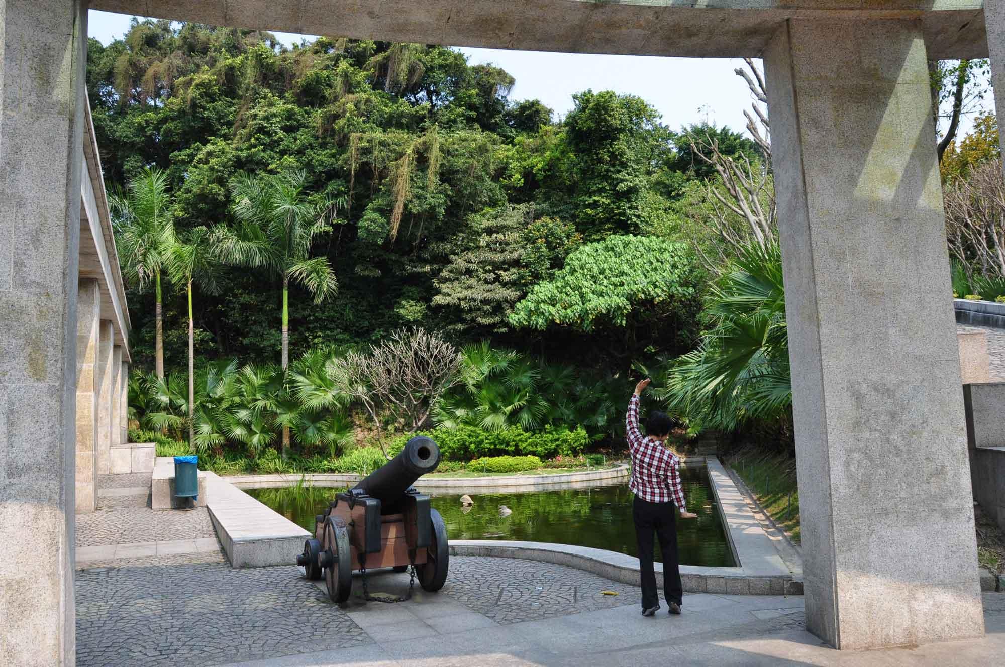 Mong Ha Park cannon