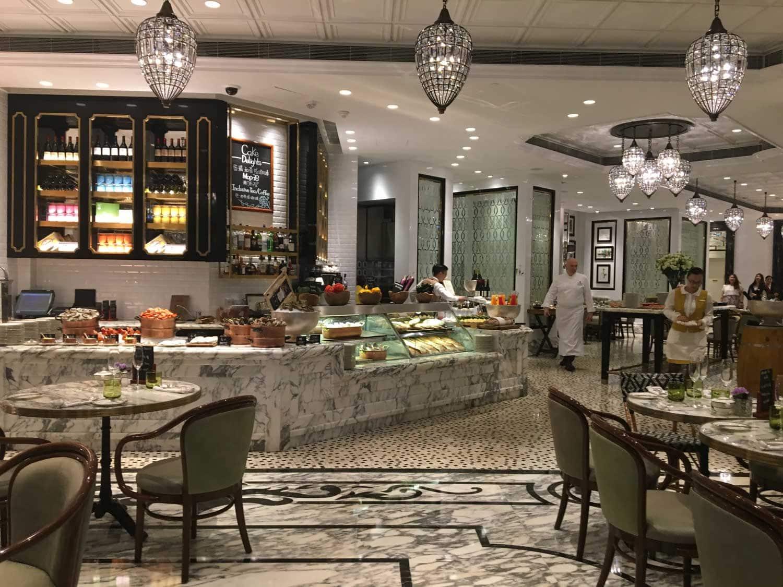 Ritz-Carlton Cafe Macau clean interior
