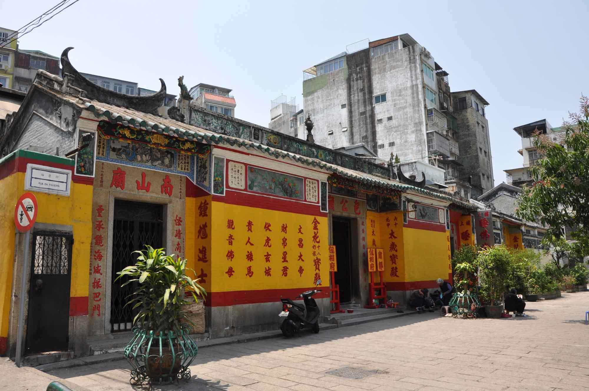 Macau Camoes Park Temples: Tai Soi(Temple of Sleeping Buddha)