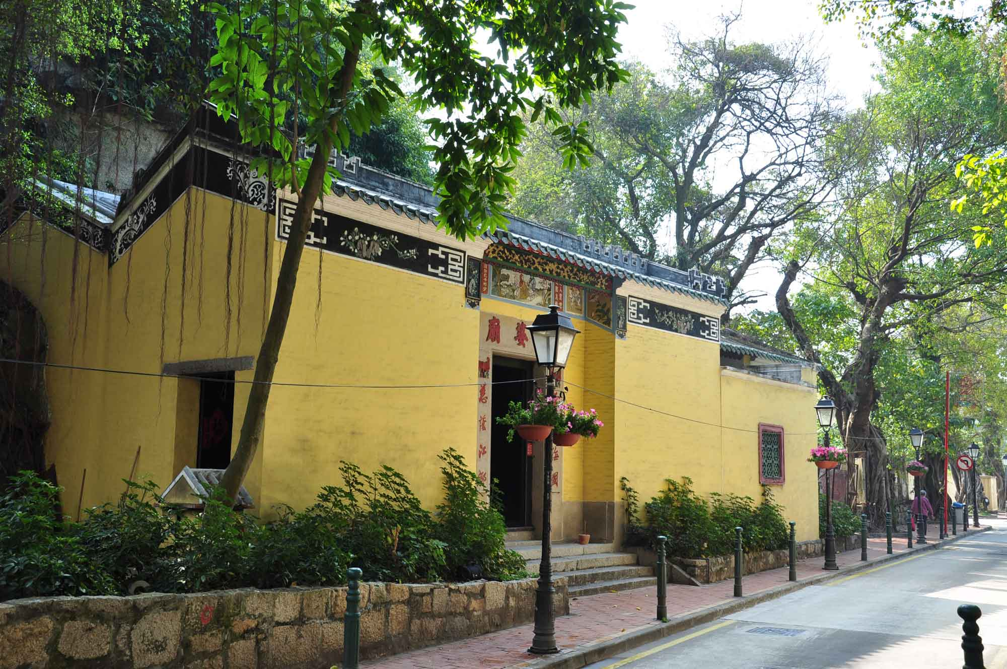 what to do in Taipa Village, visit Sam Po Temple