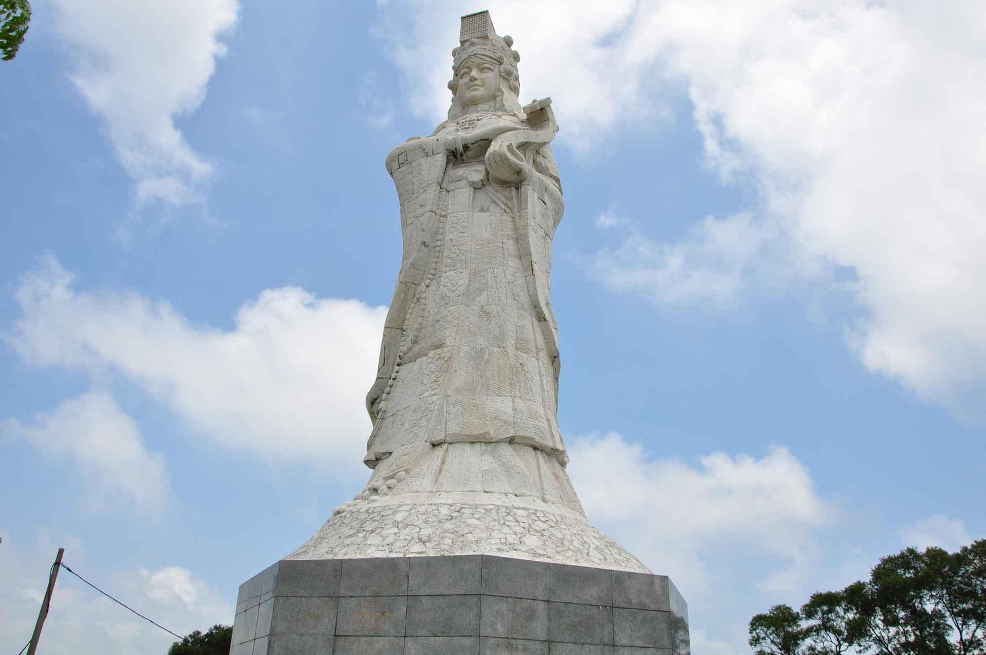 Coloane Temples: A Ma Cultural Village A Ma Statue