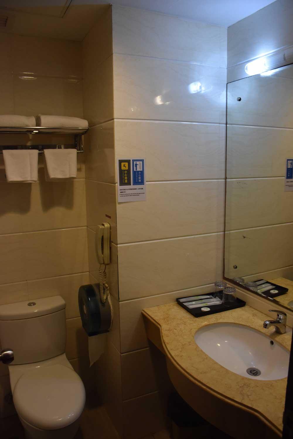 Macau budget hotels Grand Harbour Hotel bathroom