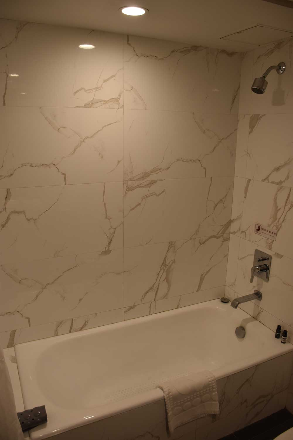 Macau Hotel S bathtub