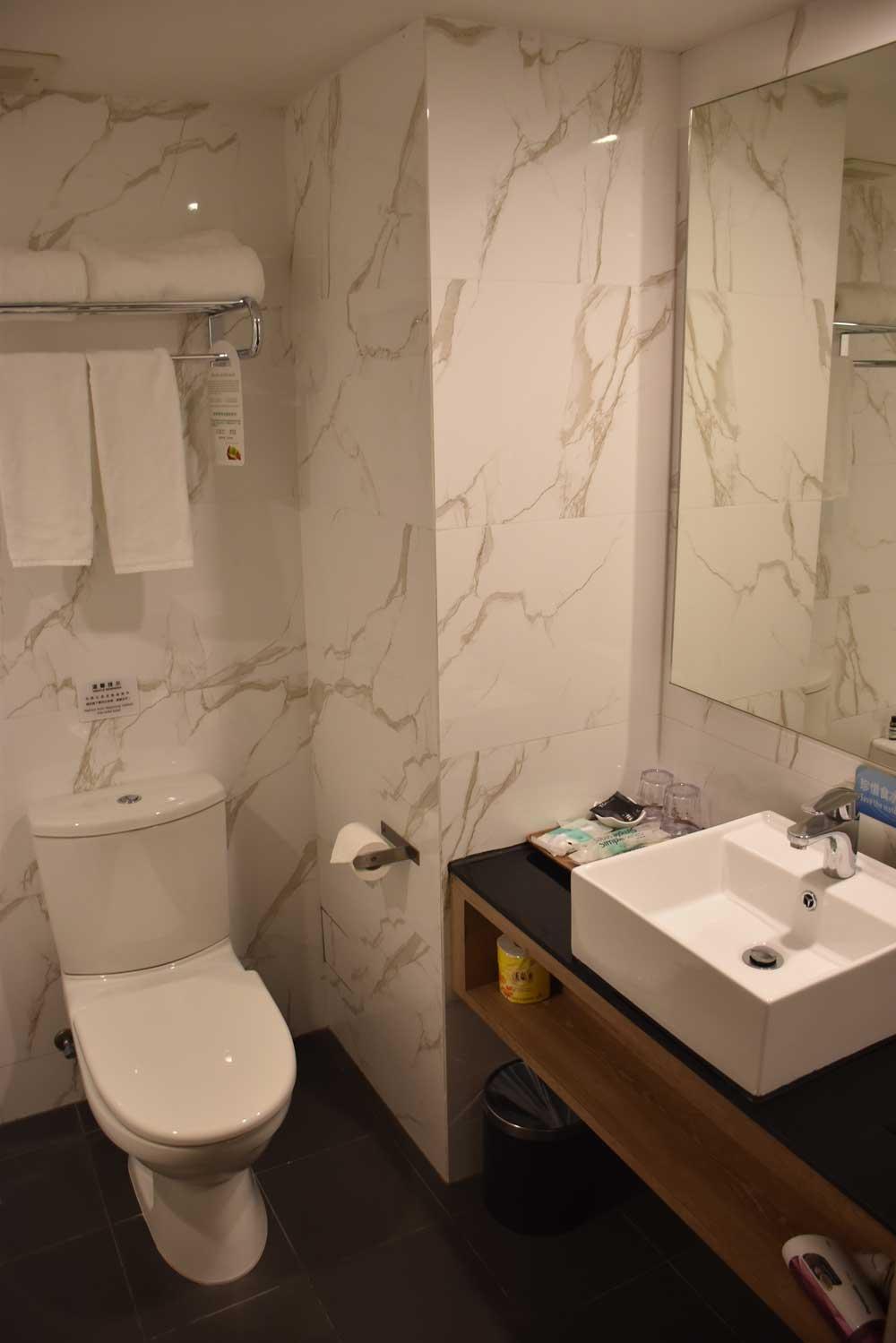 Macau budget hotels Macau hotel S bathroom