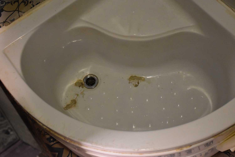 Hou Kong Hotel bathtub