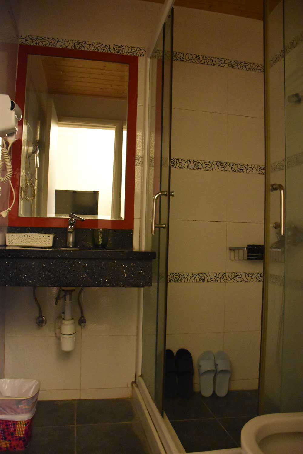 Macau Home Hotel bathroom