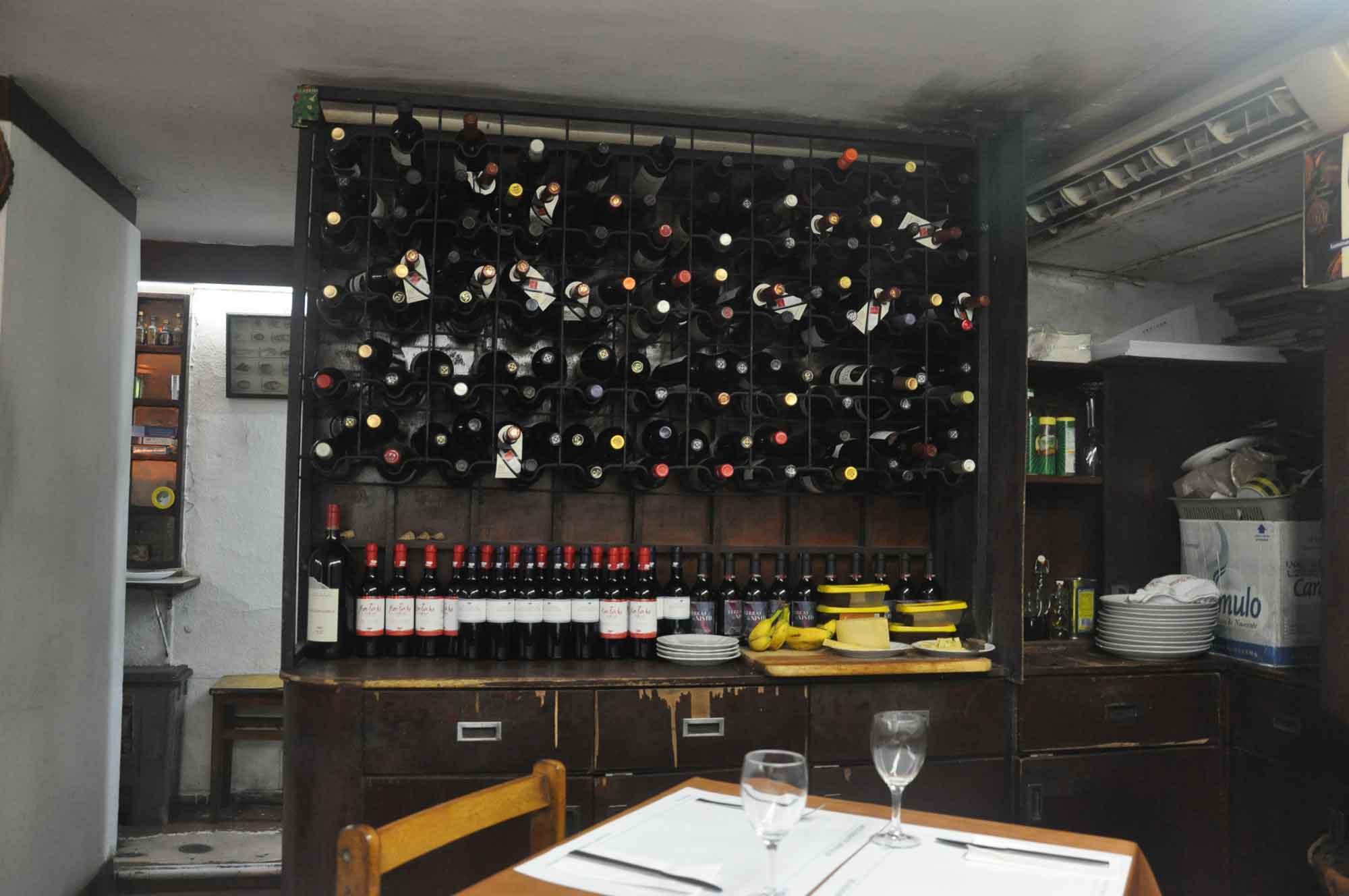 Afonso III wine rack