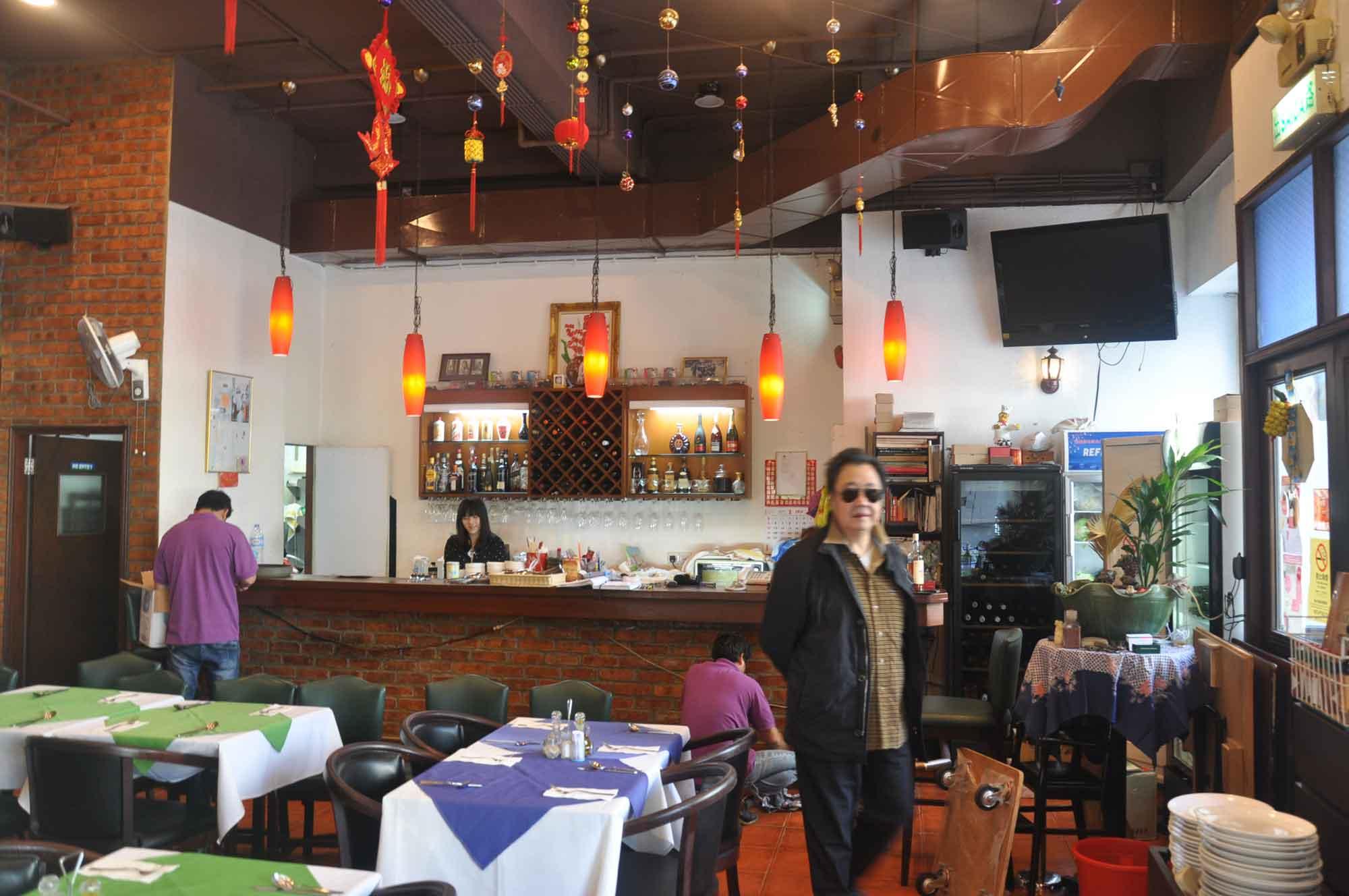 Carlos Restaurant Macau inside