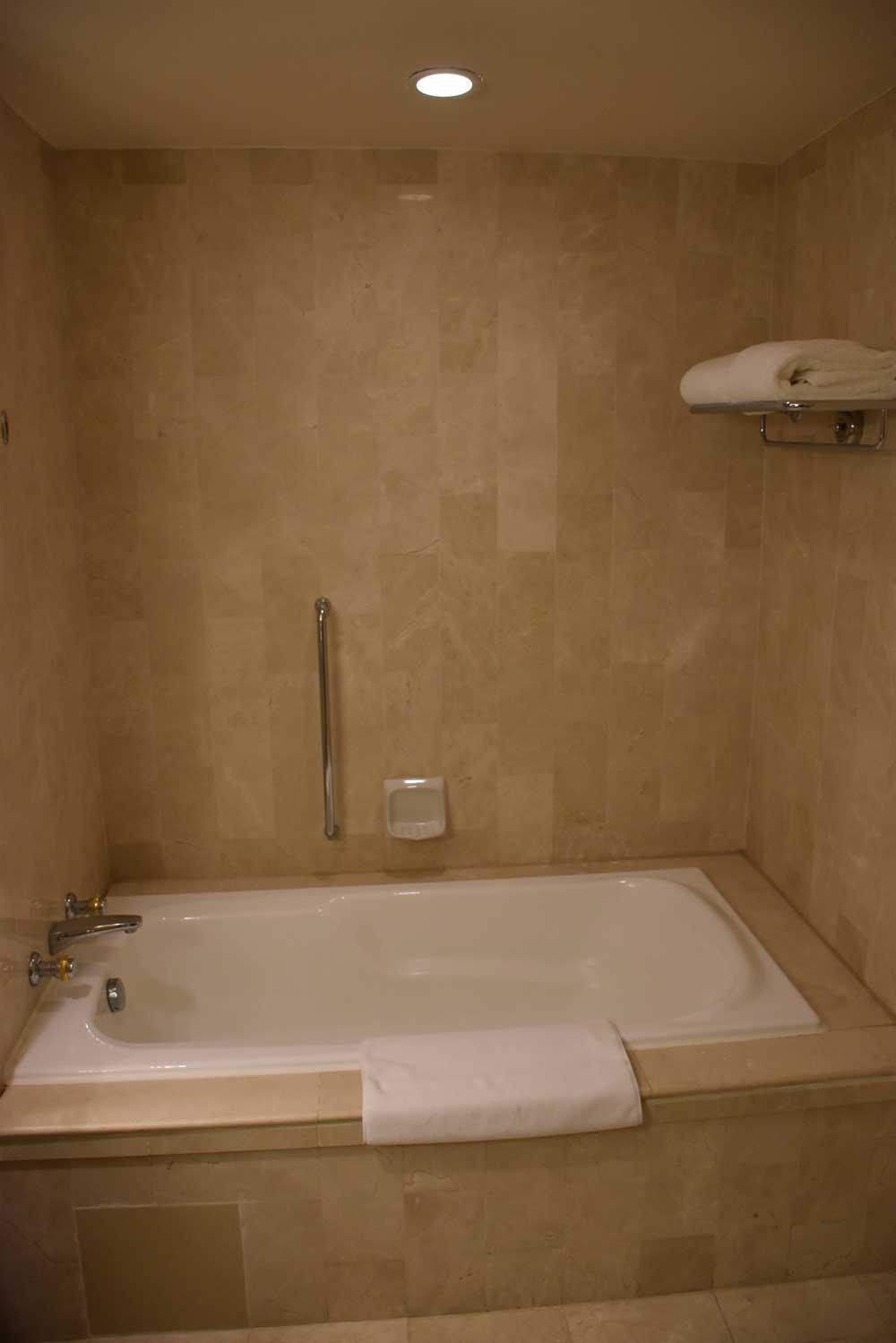 Grand Coloane Resort Grand Beach King bathtub