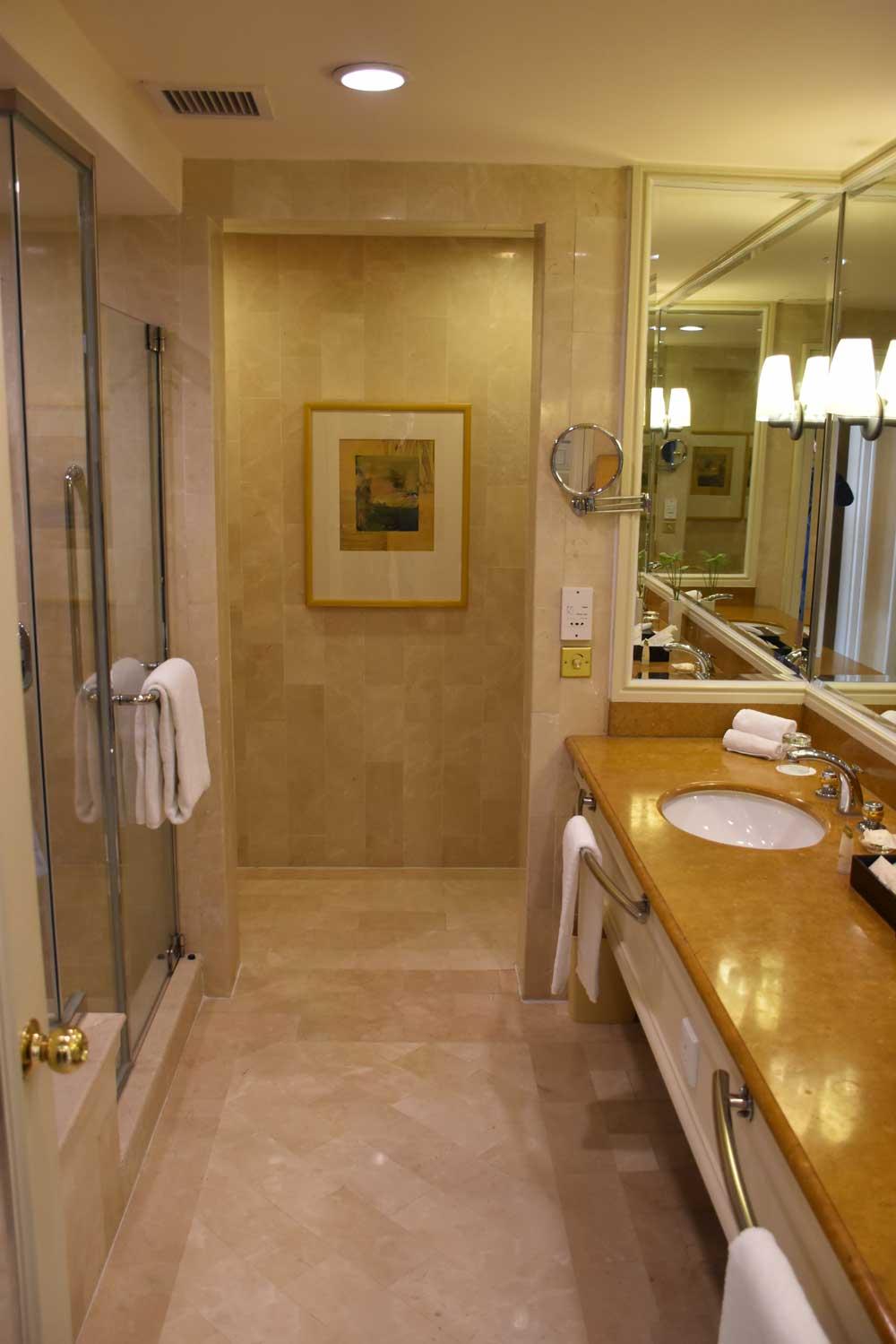 Grand Coloane Resort Suite bathroom