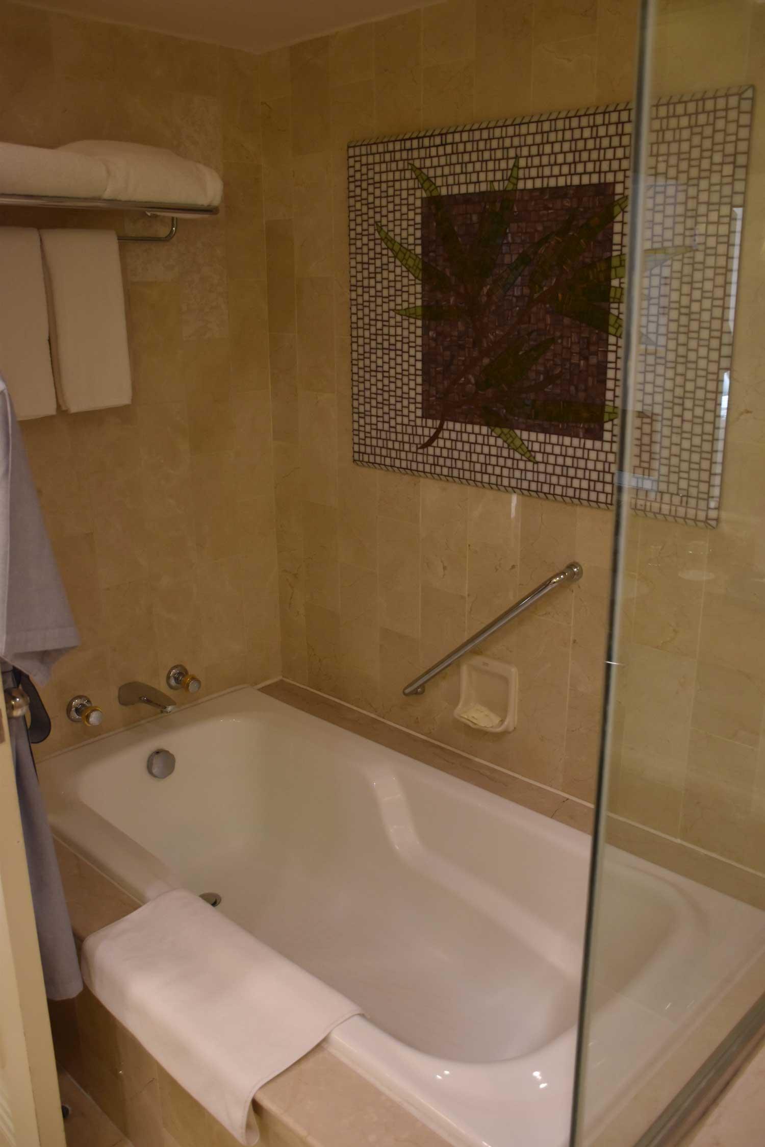 Grand Coloane Resort Suite bathtub