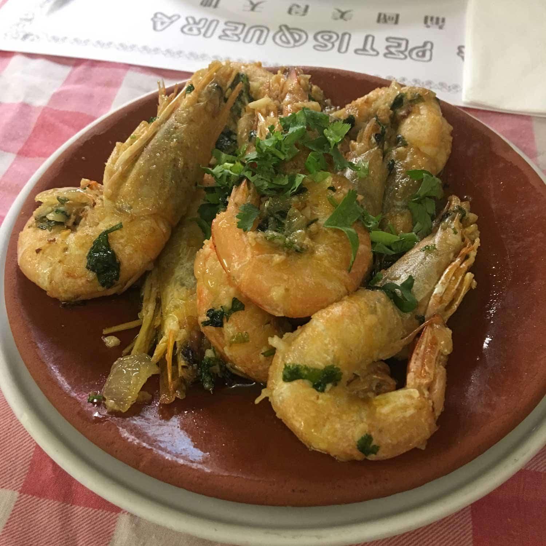 A Petisqueira garlic prawns