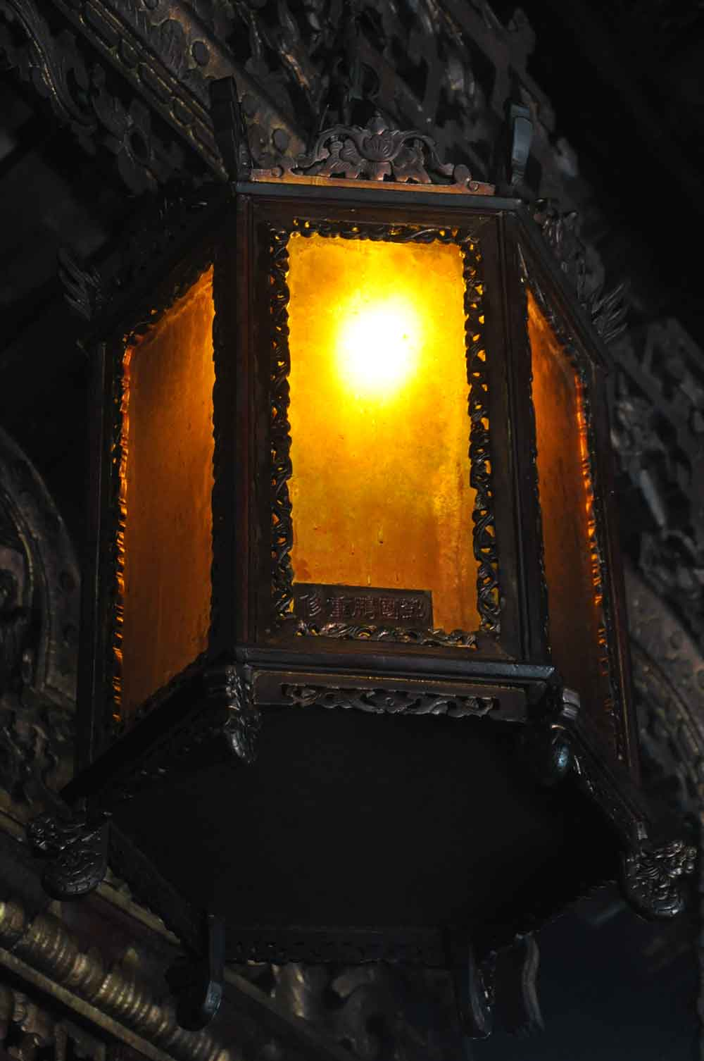 Sam Kui Viu Kun Temple antique lamp